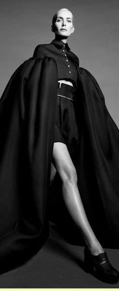 Ashi Studio Haute Couture Fall Winter 2021 Live Fashion, Fashion Show, Runway Fashion, Latest Fashion, Ashi Studio, Fashion Photography, Fall Winter, Dresses, Haute Couture