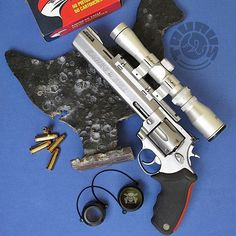 Manufacturer: Taurus Mod. 444 Raging Bull Type - Tipo: Revolver Caliber - Calibre: 44 Magnum Capacity - Capacidade: 6 Rds Barrel length - Comp.Cano: 8 3/8 Weight - Peso: 63...