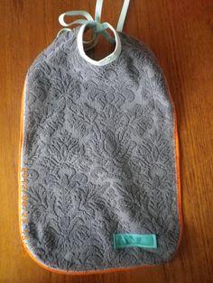 タオル素材のよだれかけ。お食事の時など重宝するロングタイプです。 世界にたった1つの手作りスタイ。コペンハーゲンのお母さんたちによってデザインされた とっ...|ハンドメイド、手作り、手仕事品の通販・販売・購入ならCreema。