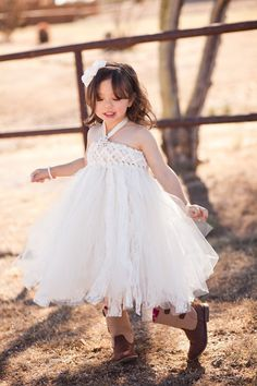 As Seen On Buzzfeed's 41 Flower Girl Dresses and por jujustutus, $130.00