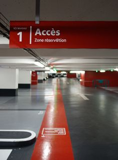 Studio Claude Lecante Signalétique parking. #signalétique #signage #signagedesign #graphisme #colors Parking Design, Signage Design, Parking Lot, Car Parking, Hospital Signage, Park Signage, Lobby Lounge, Shopping Center, Car Wash