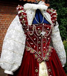 Elizabethan Red Gown. pt 2