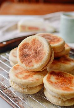 This English muffin recipe is so easy (no oven needed) and DELICIOUS. Once you taste your homemade English muffins, you'll never go back to store-bought! English Muffin Recipes, Homemade English Muffins, Bread Recipes, Cooking Recipes, Best Bagels, Woks, Bread Rolls, Baked Goods, Food And Drink