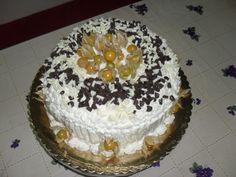 Bolo de cenoura laranja e coco Cobertura com creme russo chocolate laminado e fisalis