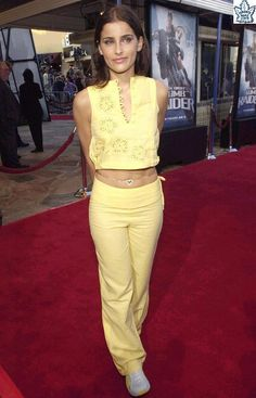 Nelly Furtado Nelly Furtado, Female Singers, My Crush, Feminism, Style Icons, Khaki Pants, Capri Pants, Celebs, Yellow