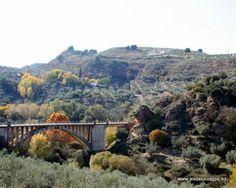 """#Granada #Moraleda de Zafayona - Río Cacín GPS 37º 9' 56"""" -3º 58' 12"""" / 37.165556, -3.970000   Situado en la falda de un declive que desciende hacia el lecho del río Cacín, este barrio mantiene aún su estructura tal como Madoz la describía a mediados del pasado siglo: """"En la expresada colina se encuentran las 80 cuevas que sirven de albergue al vecindario, hallándose construidas en su base algunas casas""""."""
