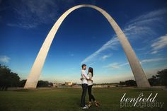 Engagement photo with the Arch in the background. I love location shots. Engagement Photo Inspiration, Engagement Pictures, Wedding Pictures, Engagement Ideas, Saint Louis Arch, St Louis, Missouri Wedding Venues, Memories Faded, Wedding Gifts For Groomsmen