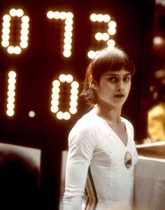 Fotografia feita em dia 18 de julho de 1976, durante os Jogos Olímpicos de Montreal, Canadá. Depois de uma apresentação perfeita da ginasta ...
