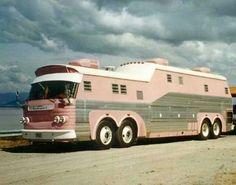 Bus Conversion in Pink Bus Camper, Camper Trailers, Bus Motorhome, Vintage Rv, Vintage Campers, Vintage Pink, Mercedes Truck, Old Campers, Vintage Travel Trailers