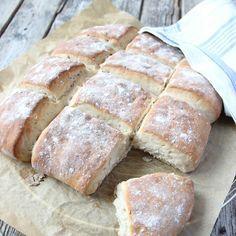 Rustikt bröd som är himmelskt gott och kräver en liten arbetsinsats.