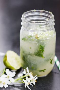 Cocktails are usually packed full of sugar, so we& put a healthy twist on the classic Mojito recipe. Packed full of flavour but sugar free, using agave nectar to sweeten. Coconut Mojito, Coconut Water, Smothie, Healthy Cocktails, Healthy Smoothies, Mojito Recipe, Good Health Tips, Health And Nutrition, Nutrition Tips