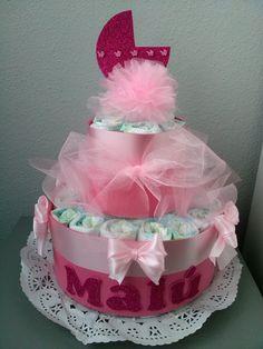 Tarta de pañales. Regalos originales y prácticos para bebés. http://www.entretartasypanales.com/tartas-de-pañales  www.facebook.com/entretartasypanales #tartasdepañales #regalosoriginales #pañales #Dodot #babyshower #regalos #bebés #nacimientos #personalizados