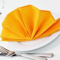 Arriva Natale; qualche idea per apparecchiare la tavola con stile (con i tovaglioli ad origami)