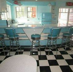 Fascinating Cool Ideas: Vintage Home Decor Inspiration White Tiles vintage home decor living room kitchen tables.Vintage Home Decor Bedroom Chairs vintage home decor bathroom inspiration.Vintage Home Decor Boho Hippie. 50s Diner Kitchen, Retro Diner, Vintage Kitchen, Retro Kitchens, 50s Style Kitchens, Pink Kitchens, Retro Appliances, Hippie Vintage, Style Vintage