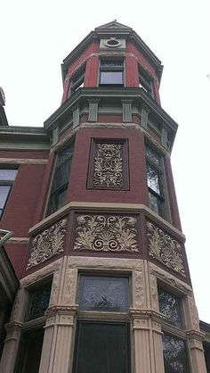 The Nunning House, which was built in 1887, is a one of a kind Mansion of the Queen Anne Victorian Style of Architecture. The home is of historical importance not only for it?s architecture, but also because of the importance of it?s original owner (August Nunning) and his ties to Missouri?s Brewery history.