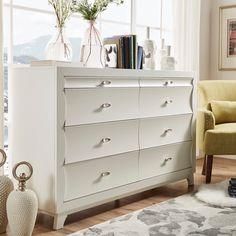 This elegant, simple dresser fits perfectly with numerous decors, especially modern and urban, thanks to its straightforward and composed design and its simple, solid color. Featuring eight dovetail d...