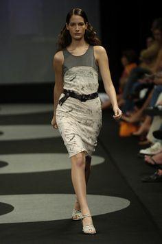 Coleção // Andrea Saletto, Fashion Rio, Inverno 2004 RTW // Foto 7 // Desfiles // FFW