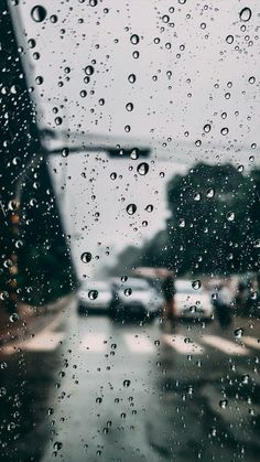 Autó esőben Car in rain . Rainy Wallpaper, Galaxy Wallpaper, Of Wallpaper, Mobile Wallpaper, Iphone Wallpaper Rain, I Love Rain, Rain Photography, Minimalist Wallpaper, Design Graphique
