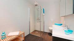 Nora - et kvadratisk og moderne ferdighus med stramme linjer - ABChus Bathtub, Cabinet, Storage, Furniture, Home Decor, Standing Bath, Clothes Stand, Purse Storage, Bathtubs