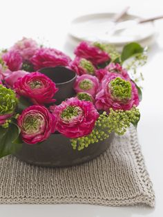 - Gorgeous pink and green spring floral arrangement in a baking tin. (I see this bundt pan flower arrangement with a candle in the middle - lo) My Flower, Flower Vases, Beautiful Flowers, Table Flowers, Ikebana, Deco Floral, Floral Design, Art Floral, Sweet Paul