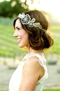 Bride's loose messy chignon bun bridal hair Toni Kami Wedding Hairstyles ♥ ❷ Wedding hairstyle ideas art deco Gatsby headpiece Flapper Hair, Gatsby Hair, 1920s Hair, My Hairstyle, Bride Hairstyles, Headband Hairstyles, Hairstyle Ideas, Halo Headband, Perfect Hairstyle