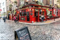 Temple Bar District, Dublin - visit our blog for more Ireland photos and travel tips!