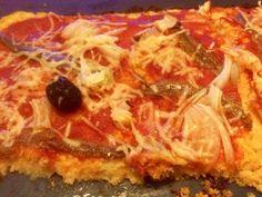 """""""Cauliflower crust"""" pissaladière Cela faisait des semaines que je voulais tester cette """"pâte à pizza"""" sans farine, qui fait fureur aux Etats Unis, sous le nom de """"Cauliflower crust pizza"""": c'est chose faite! � Elle est issue de la mode du """"sans gluten"""",..."""