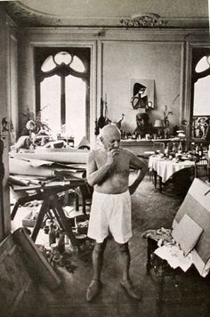 om pom picasso Picasso-In-His-Studio-Villa-La-Californie-6