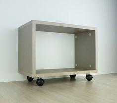 ARES 1 - Mobiletto design con ruote - Il mobile componibile Ares è un mobiletto con ruote pratico e maneggevole. Il suo design funzionale è studiato per permettere anche la componibilità con altri mobiletti.  ||  Modular open cabinet with wheels  ||  #design #furniture #madeinitaly