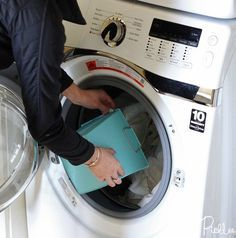 Maak vergeelde hoofdkussens weer stralend wit met deze handige schoonmaak tip!