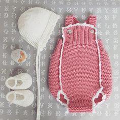 Conjunto para menina (fofo rosa + touca e sabrinas em branco) ♥ Baby girl de ( punk baby romper + white bonnet and booties) ♥  #pontinhosmeus   por marlene rodrigues