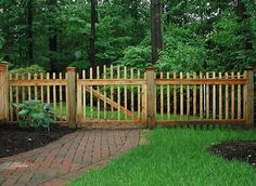 02 Best and Fascinating DIY Wooden Garden Fence Styles and Designs for Your Home Ideas & Inspirations Garden Gates And Fencing, Diy Garden Fence, Backyard Fences, Wooden Garden, Fence Gates, Rail Fence, Dog Fence, Garden Ideas, Diy Pergola