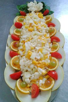 SALADAS DECORADAS: Salada de acelga, com abacaxi e manga, decorada co...
