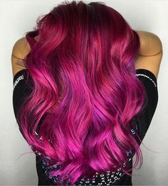Gorgeous hot pink magenta and violet hair color design by industry newcomer Cabello Color Magenta, Magenta Hair Colors, Red Hair Color, Bright Purple Hair, Hair Colour Design, Beautiful Hair Color, Grunge Hair, Ombre Hair, Neon Hair