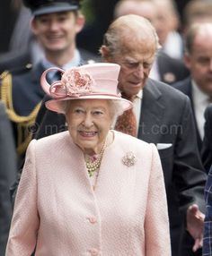 """Mark Cuthbert on Twitter: """"Hm Queen and Duke in Liverpool by Royal Train."""