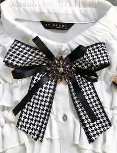 Corbatin Fashion 2020, Diy Fashion, Womens Fashion, Women Bow Tie, Ribbon Jewelry, Ribbon Bows, Ribbons, Brooches Handmade, Diy Hair Accessories