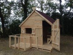 Teenager Cabin Made From 19 Wooden Pallets Fun Crafts for Kids Huts, Cabins & Playhouses