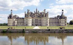 Castillo de Chambord – Francia! enhanced-buzz-wide-3299-1370382537-30 Este palacio fue construido para servir como pabellón de caza a Francisco I, y tiene claramente la arquitectura del Renacimiento francés. Se abrió al público en 2007 y ha recibido a más de 700.000 visitantes