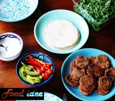 Wraps met zelfgemaakte falafel is een heerlijk gerecht, zeker met avocado, paprika en een zelfgemaakt yoghurt sausje. Bekijk het hele recept op food-idee.nl