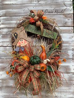New Cost-Free unique Fall Wreath Suggestions The autumn period creates along with it comfy powerful colorations, feathery leaves and many harvest Outdoor Fall Wreaths, Autumn Wreaths, Christmas Wreaths, Wreath Fall, Thanksgiving Wreaths, Diy Wreath, Wood Wreath, Wreath Ideas, Grapevine Wreath
