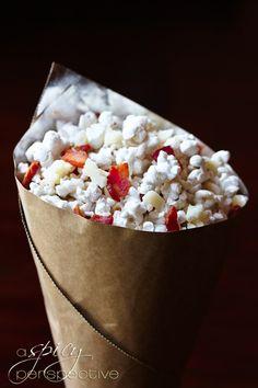 Bacon Pecorino Popcorn via @Sommer | A Spicy Perspective #bacon #popcorn #baconpopcorn
