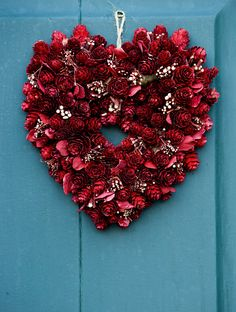 Day wreath 6 Pretty Little DIY Wreaths.paint pinecones red Best Picture For DIY Wreath videos For Your Taste You are looking for something, and it is going to tell you exactly wh Flowers For Valentines Day, Diy Valentines Day Wreath, Valentines Day Hearts, Valentines Day Decorations, Valentine Day Crafts, Holiday Crafts, My Funny Valentine, Saint Valentine, Valentine's Day Diy