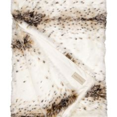 Plaid Lynx - Winter Home : This beautiful synthetic blanket fur is so cosy as he is liked with passion. He is doubled in velve and measure exactly 2 m of length so that your feet Faux Fur Blanket, Faux Fur Throw, Lynx, Velvet Bedspread, Timberwolf, Waffle Blanket, Live In Style, Luxury Throws, Osaka Japan
