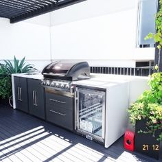 backyard design – Gardening Tips Outdoor Bbq Kitchen, Pizza Oven Outdoor, Outdoor Kitchen Design, Outdoor Kitchens, Outdoor Barbeque Area, Backyard Pool Designs, Backyard Patio, Outdoor Rooms, Outdoor Living
