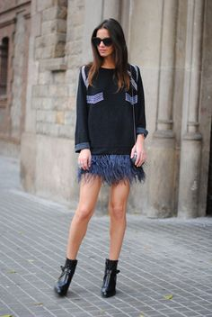 eq-ualize: what-do-i-wear: Skirt/Falda: Zara, Boots/Botines: Zara, Sunglasses/Gafas: Uterqüe, Sweater/Jersey: Zara, Rings/Anillos: Friis & Company, Clutch: Maison Du Posh (image: fashionvibe) I have that skirt and those boooots :)