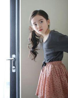 The Jany Cute Asian Babies, Korean Babies, Asian Kids, Cute Babies, Cute Young Girl, Cute Baby Girl, Cute Little Girls, Cute Kids, Preteen Girls Fashion
