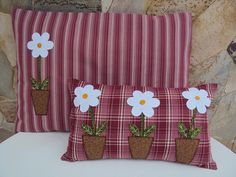 Pillows - Daisies in Pots / On stripes and plaid. Applique Cushions, Cute Cushions, Cute Pillows, Sewing Pillows, Decorative Cushions, Scatter Cushions, Diy Pillows, Applique Quilts, Throw Pillows