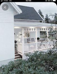 Pergola Designs, Patio Design, Exterior Design, White Farmhouse Exterior, Cottage Exterior, Pergola Patio, Backyard, Victorian Porch, House With Porch