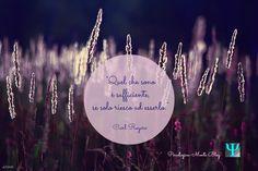 """""""Quel che sono è sufficiente, se solo riesco ad esserlo."""" Carl #Rogers #citazione #PsicologicaBlog #Psicologia #CarlRogers #fiori #viola"""