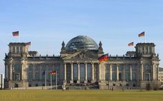 Пресс-секретарь Меркель: Германия предана программе спасения Греции http://feedproxy.google.com/~r/russianathens/~3/R6JPXntV4zw/20254-press-sekretar-merkel-germaniya-priverzhena-programme-spaseniya-gretsii.html  Германия стремится сделать успешной программу финансовой помощи Греции, - заявил в понедельник представитель канцлера Ангелы Меркель, отвечая на вопрос о варианте, если Греция покинет еврозону.